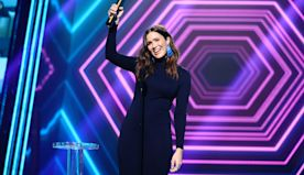 Mandy Moore shows baby bump at People's Choice Awards: 'So excited to bring this baby boy into the world'