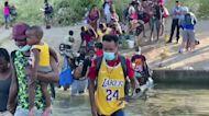Hundreds more migrants head for Texas border
