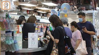 電子消費券首天帶旺生意翻倍 有商戶趁機加價或收服務費