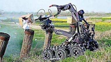 陸軍排爆機器人 「水炮槍」3毫秒拆彈