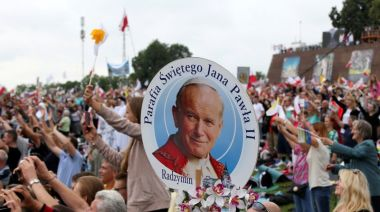 Relic of Pope John Paul II's blood stolen from Italian cathedral
