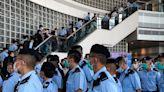 810大搜捕:《蘋果日報》被搜查至少8小時 黎智英、周庭等遭指控危害國家安全被捕