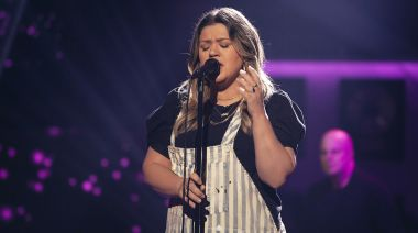 Watch Kelly Clarkson's hypnotic cover of 'Can't Take My Eyes Off You'