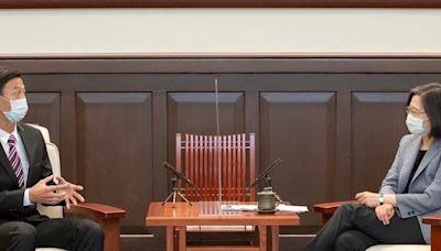 快新聞/盧彥勳邀蔡英文一起打網球! 網友笑喊:先問問秘書吧