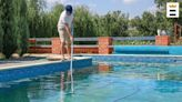 How to vacuum a swimming pool with a hose