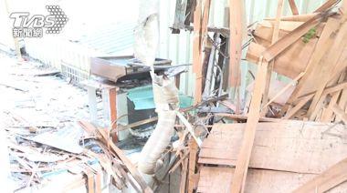 疑男房客抽菸釀禍!木屋炸得碎裂 抽油煙機飛到鄰宅