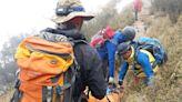 信義鄉傳登山失蹤意外 已尋獲遺體以人力搬運下山