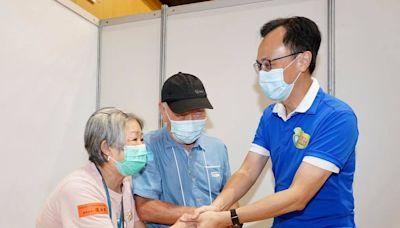觀塘荃灣逾250人打針 長者冀盡快到內地旅行