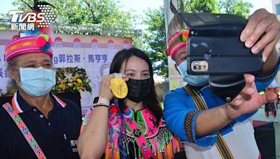 郭婞淳和部落分享奧運金牌 母語問候長輩驚呼標準│TVBS新聞網