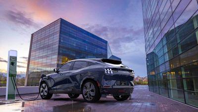 電動車發生什麼事!為何有美股投資人開始賣特斯拉、買福特?券商現身說法