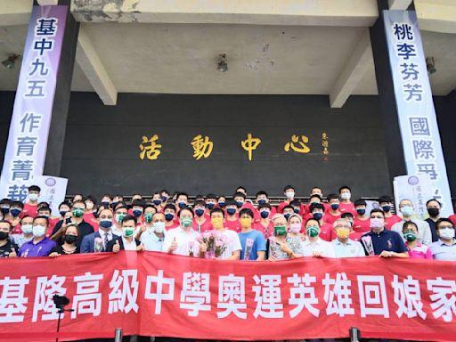 影/麟洋配奧運奪金 李洋和教練陳宏麟回母校風靡校園