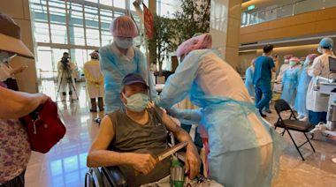 新北疫情|亞東醫院今施打730名85歲長者 「宇美町式打法」效率佳 | 蘋果新聞網 | 蘋果日報