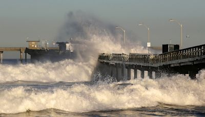California sees record highs as Midwest deals with blizzard conditions