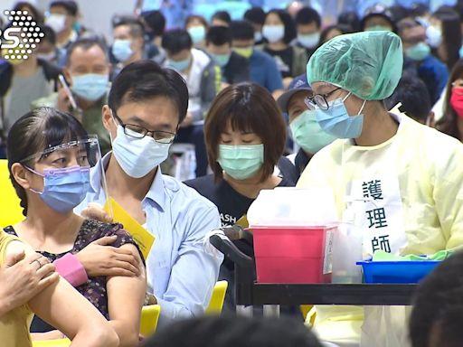 台北花博首開夜間打疫苗 醫護喊血汗、拒當滿意度提款機