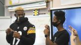 Steelers' JuJu Smith-Schuster learns to sign during school for deaf visit