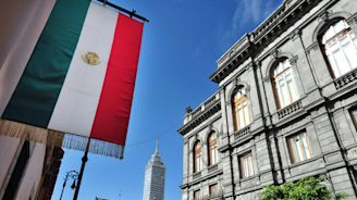 Mexico Budget Assumes Oil Output Surge Not Seen Since 1982