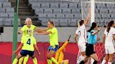 Soccer-Sweden women end U.S. unbeaten run, Dutch put 10 past Zambia
