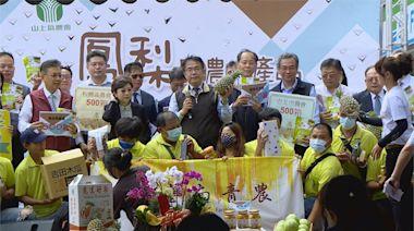 黃偉哲北上板橋推銷鳳梨 創6000箱熱銷佳績