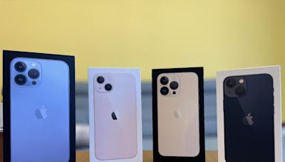 蘋果 iPhone 13 開箱!超亮眼「粉色」與「天峰藍」兩款新色比一比 - 自由電子報 3C科技