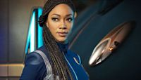 Discovery Turns Star Trek's Delta Badges Into 32nd Century iPhones