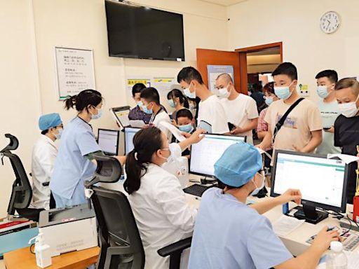 港大深院專場接種 逾千港生排隊