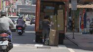送包裹還被當「感染源」 物流士無奈嘆:心好累