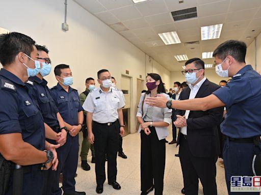 鄧炳強視察入境事務學院 指國情教育有助學員了解國家發展