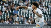 Bulls' Lonzo Ball throws out first pitch at White Sox game