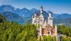 25 enchanting castles around the world