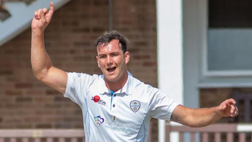 Bob Willis Trophy: Derbyshire dominate day one against Leicestershire