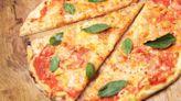 Ricetta pizza Margherita, come prepararla a casa