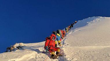 30多名中國登山客困尼泊爾 無法回國