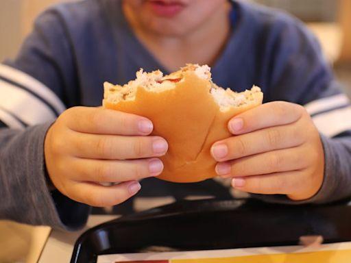 吃麥當勞被路人狂盯!理由曝眾秒懂