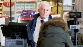 """Derek Jacobi on 60 Years of Loving Acting: """"There Are Very Few Things I Turned Down"""""""