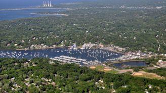 Huntington narrowly OKs fees for mooring boats