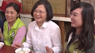 蔡英文中秋節訪淡水老街 直奔50年歷史魚丸店嘗美食