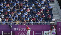 Straka leads Olympic golf on day of low scoring, surprises