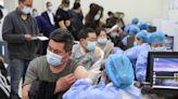 中共利用各種手段強迫民眾接打國產疫苗