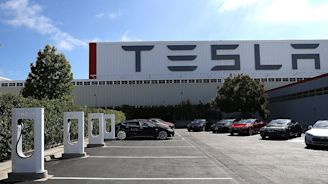 Tesla News: Car Company Ready To Bring Workers Back To California Factories?