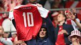 Christian Eriksen injury update: Denmark midfielder collapses on field