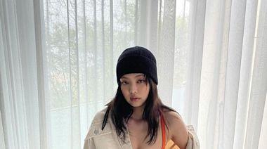 Jennie露內衣配「要穿不穿」的牛仔褲 狂曬「邪惡深V」+零死角美背