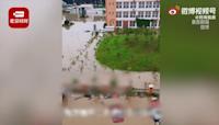 暴雨襲河南! 洪水衝垮校園護欄...3千師生經8hrs才脫困