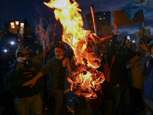 Guatemala suspends budget that sparked violent protests