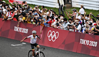 Fans defy Tokyo organizers, turn out to cheer cyclists