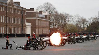 悼念菲利普親王!英軍施放41響「矧炮」 西敏寺敲鐘99次