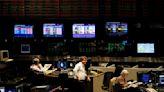 Mercados: acciones y bonos operaron con pérdidas a la espera de definiciones políticas