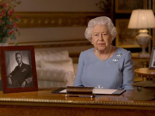 Palacio de Buckingham informó que Reina Isabel pasó una noche en hospital - La Tercera