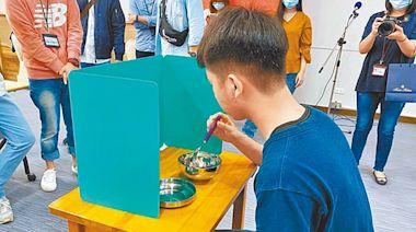 台北遭爆捐款入帳4億 竟要師生自備隔板