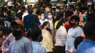 宅家太久悶壞了 印度疫情稍緩逛街人潮蜂擁出籠