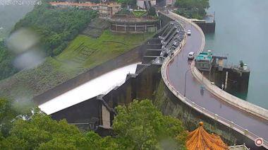 烟花強降雨灌滿石門水庫 時隔2年再開溢洪道洩洪 | 蘋果新聞網 | 蘋果日報